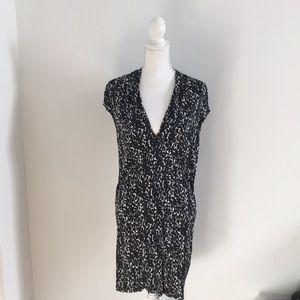 Flowy, v-neck animal print shift dress